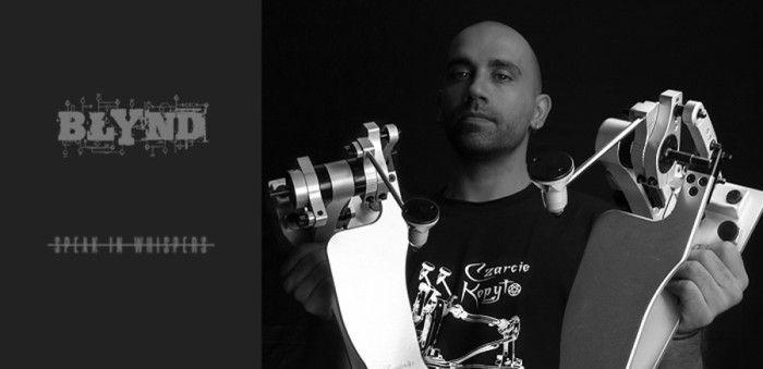 Alexandros_Iacovou_czarcie_kopyto_artist_front
